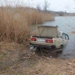 Videó és több fotó is érkezett a tóba gurított lopott Ladáról