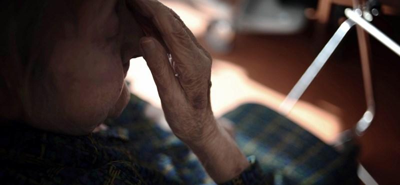 Generációk harca? A nyugdíjasokat tolja, az 55 felettiek kedvezményét viszont elveszi a kormány