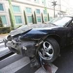 Ittas csajok zúztak le egy Porsche Boxstert – fotó