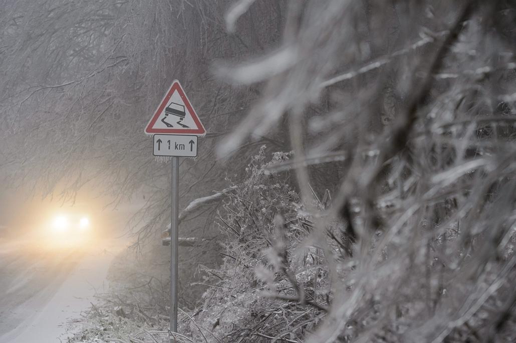 mti. ónos eső, tél 2014. jegesedés, 2014.12.04. Ónos eső Nógrád megyében