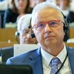 Orosz fegyverkereskedőknek is köze lehet Trócsányi László leszavazásához