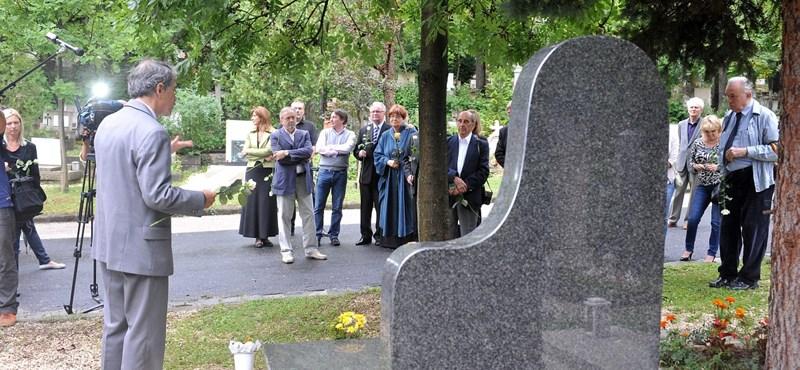 Felavatták Antal Imre síremlékét