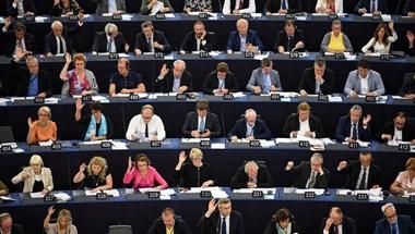 A fideszes EP-képviselők egyelőre maradnak a néppárti frakcióban