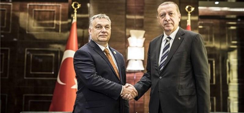 Meglepetés! Erdogan egyhangúlag újra pártelnök is
