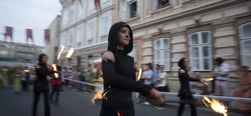 Erőszak: Szombathelyen karnevált vertek szét a rendőrök
