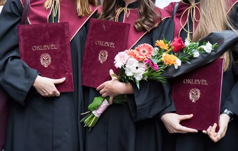 Itt a lista: ennyit keresnek a különböző területeken diplomázott pályakezdők