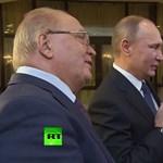 Putyin is dalra fakadt, hogy kisegítse a zenélő egyetemistát
