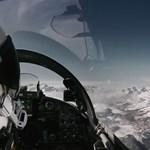 Utasszállítót így ritkán lát repülni – látványos videó