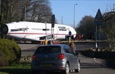 És akkor egy Boeing 727-es tűnt fel a körforgalomban – videó