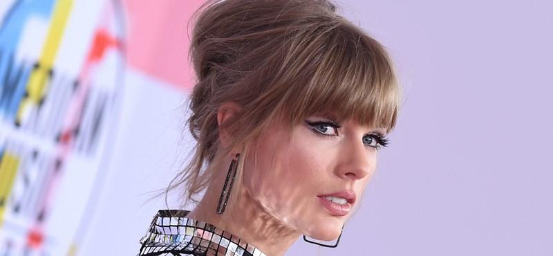 Taylor Swift karácsonyi száma alatt a gyerekkori videóit nézegethetjük