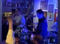 Adele is a mikrofonhoz lépett az esküvői bulin – és véletlenül nagy bejelentést tett