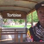 Konkurenciát kapott Afrikából a Rendőrakadémia híres hangutánzója – videó