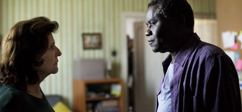 Sofőrök, dadák, idősgondozók: nálunk élő migránsok kaptak oklevelet a kezükbe