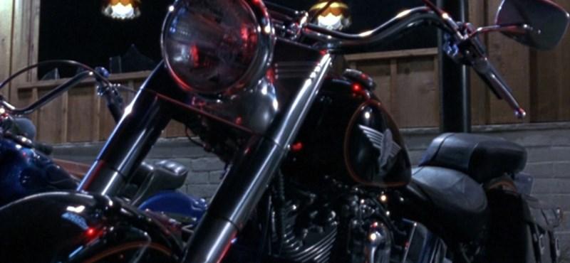 Összerúgta a port Trump és a Harley-Davidson