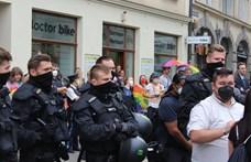 Szijjártó: A 18 őrizetbe vett magyar szurkolóból 16-ot már elengedett a német rendőrség