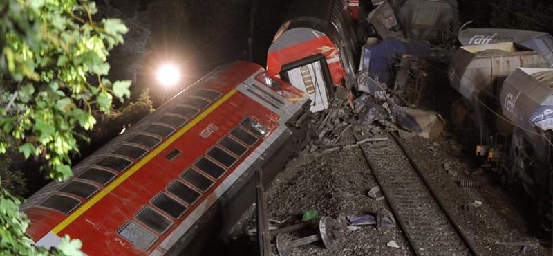 Súlyos vonatbaleset Németországban - fotók