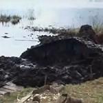 Így néz ki egy T-34-es tank, amit hosszú évek után húznak ki a tó mélyéről – videó