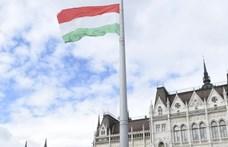 Kirakják az Igazságügyi Minisztériumot a Kossuth térről