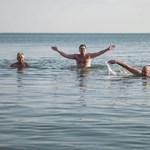 Ki az, aki ilyenkor fürdik egyet a Balatonban?