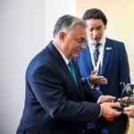 Ajándékot kapott Orbán Viktor a Liu testvérektől