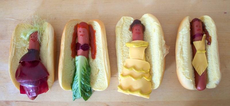 Hot-dogból készítettek mesefigurákat – a kutyának kellett