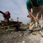 Itt a bizonyíték: dolgoznak annyit a migránsok, mint a magyarok