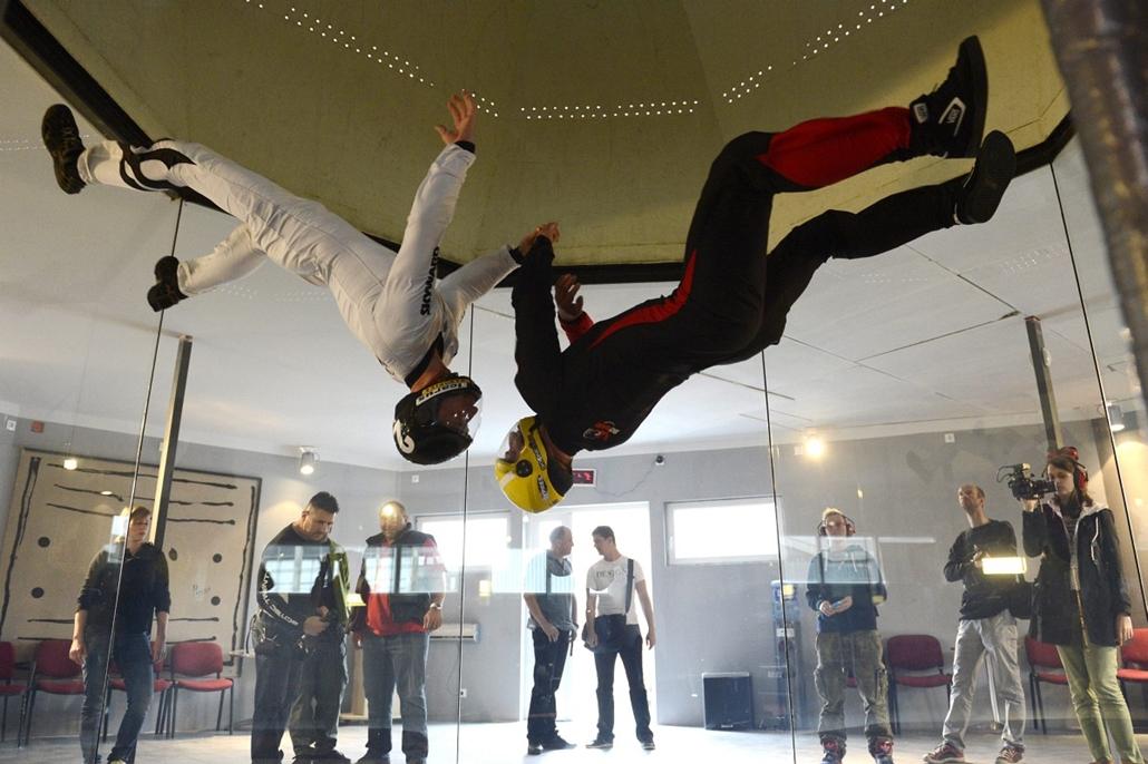 mti.14.05.14. - Skyward szélcsatorna - Szabadesés-szimulátor Budapesten - Az ország első, sportolásra alkalmas szabadesés-szimulátorában négy elektromos turbina generálja a repüléshez szükséges, körülbelül 200 km/óra sebességű légáramlatot.