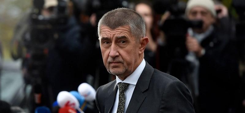 A cseh kormányfőjelölt nálunk Csányi Sándor nagy konkurense