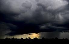 Heves zivatarokkal, felhőszakadással tör be a hidegfront