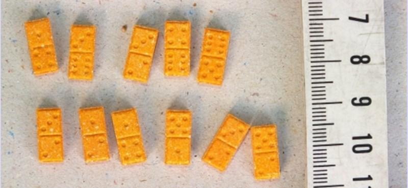 Kávés-, mogyorós- és fűszereszacskókba rejtették a drogot