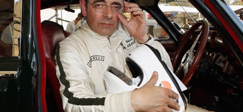 Rowan Atkinson megint összetörte autóját, igaz most versenyzett