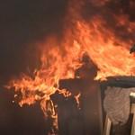 A tűzoltók gyújtottak fel egy szobát a Nyugatinál
