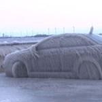 Na, ezért nem szabad télen egy tó partján parkolni – videó