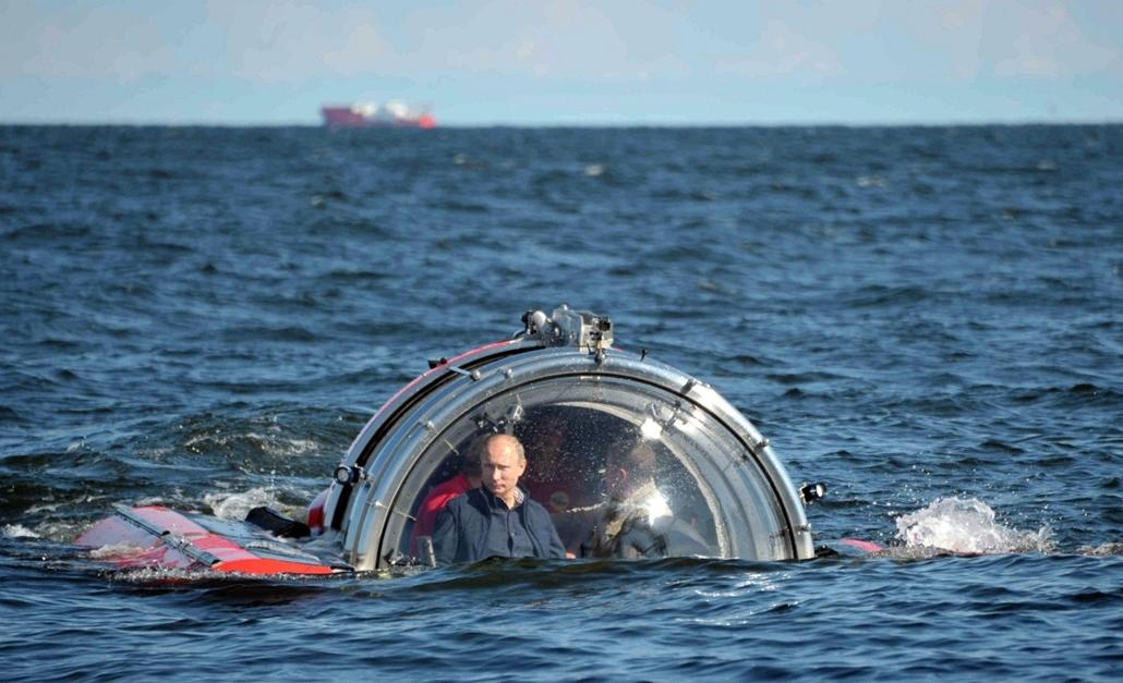 Putyin, tengeralattjáró Gotland, 2013. július 15. Sea Explorer 5-ös batiszkáf fedélzetén