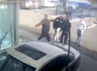Videó: autómosóban vertek meg egy férfit Pécsen