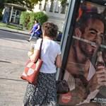 """""""Szolidaritási sétát"""" tartanak vasárnap a Coca-Cola-plakátok botránya miatt"""