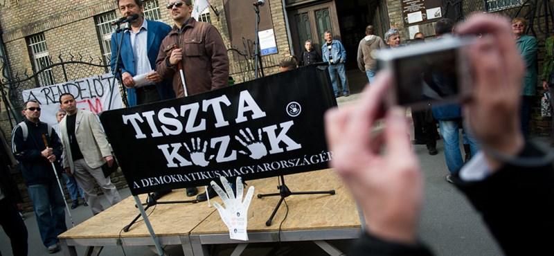 Zuglóban tüntetett a Tiszta Kezek mozgalom