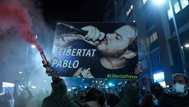 Terroristákat is dicsőítő rapper bebörtönzése borította lángba Barcelonát