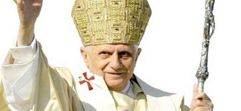 Nem fizetett a pápa a fotelért