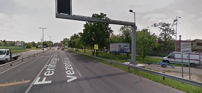 Egyelőre nem mondja meg a Közút, működött-e a Ferihegyi úti vaskapura figyelmeztető speciális tábla