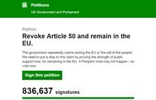 Annyian állítanák le a Brexitet, hogy bedőlt a brit kormány petíciós oldala