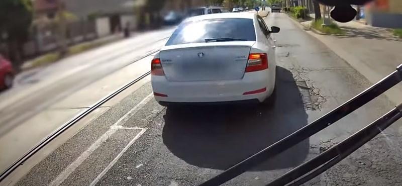 Büntetőfékezett egy busz előtt egy férfi Kispesten, a rendőrség elvette a jogosítványát
