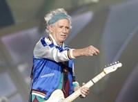 Már nem iszik, de amíg él nyomja a rock and rollt: Keith Richards 75 éves