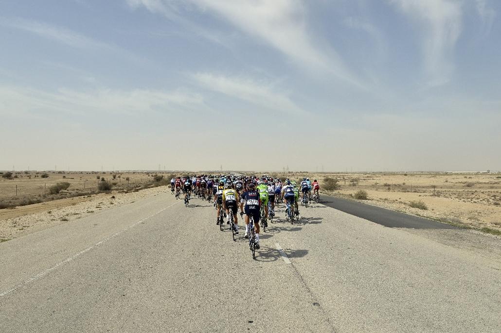 afp.15.02.11. - Doha, Katar: versenyzők a Tour de Katar 2015 negyedik szakaszán - 7képei