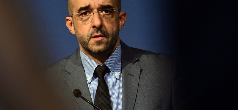 """A kormányszóvivő szerint a civilek """"cimborálnak"""" a terroristákkal"""