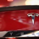 Hatalmas Tesla villanyautó flotta állt üzembe Dubajban