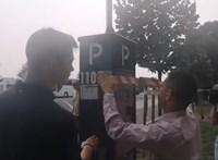 Parkolóórákat ragasztott le Novák Előd a XI. kerületben, nem akar fizetni