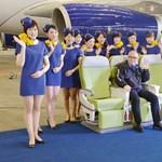 Túl szexi egyenruhát kaptak a japán stewardessek – fotó