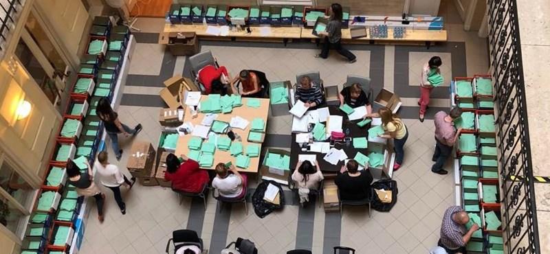Fotó: Ide került a szavazata annak, aki kitartott a kígyózó sorokban