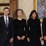 Ajándékkal leckéztette Trumpot a pápa